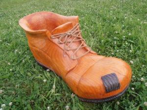 Velká bota -květináč. Délka cca 65cm. Materiál douglaska. Nátěr lazura xyladecor. Cena 6.000,-Kč.
