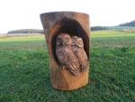 Dvě sovičky v kmeni. Materiál dub. Výška 85cm. Cena 6.500Kč.