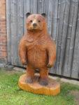 Medvěd. Materiál dub. Výška 140cm. Cena 9.000,-Kč.