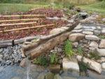 Dubové 4metrové koryto pro přítok vody do rybníčku.