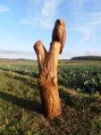 Sova na kmeni. Materiál dub. Výška 136cm. Cena 8.000,-Kč.