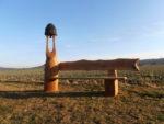 Dubová lavice. Výška zvonice a délka lavice cca 2m. Zvon je v ceně. Nátěr tenkovrstvá lazura. Cena 27.000,-Kč. Při převozu je možné lavici rozebrat.